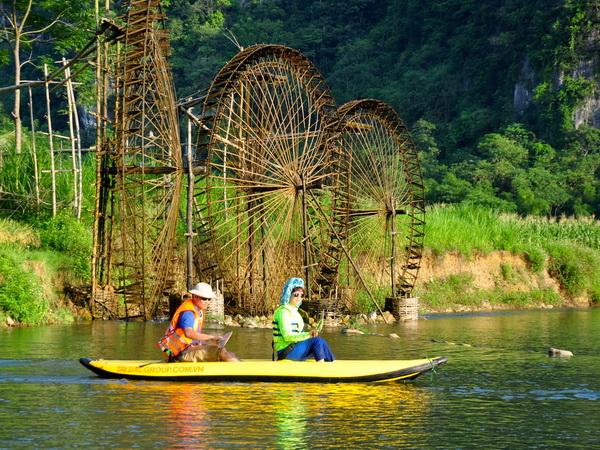 Kayaking in Pu Luong