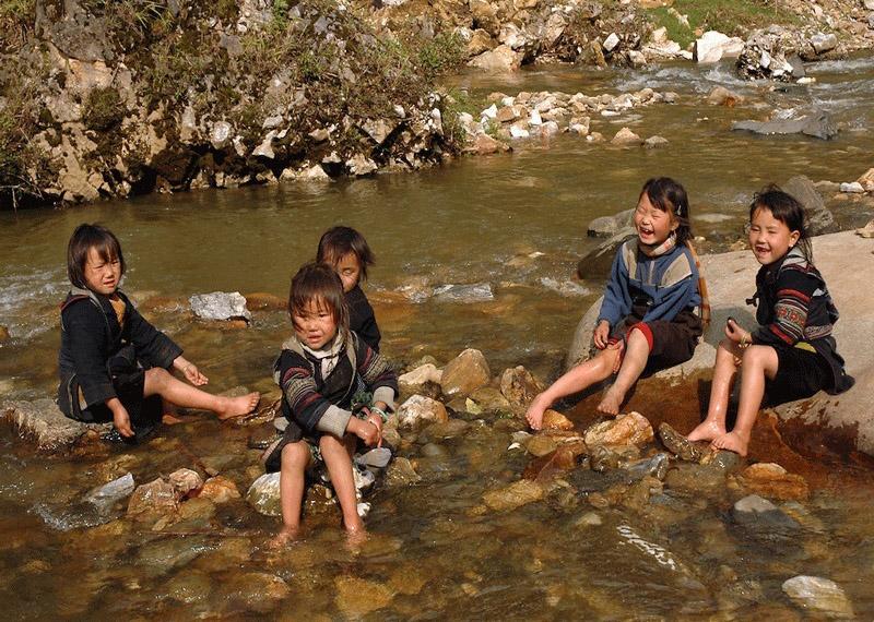 H Mong Children