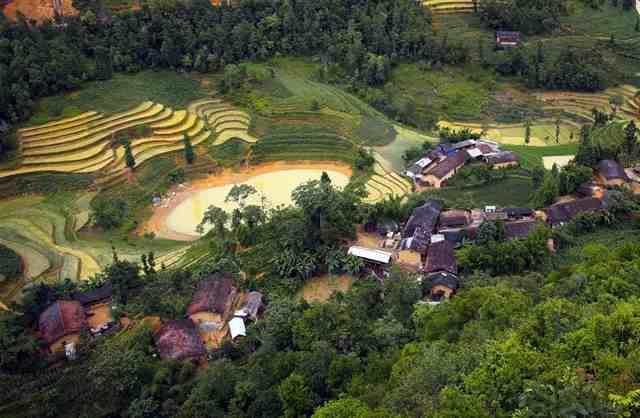 Lo Lo Chai Village