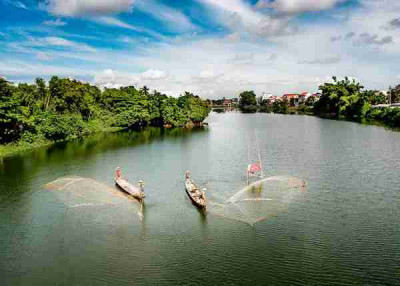 Hue city tour by boat