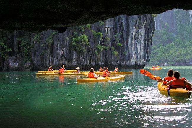 Kayak in Halong