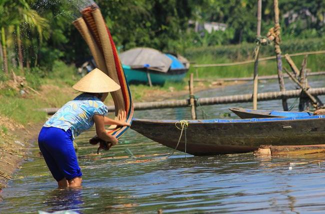 Mat Washing in Dong Binh village