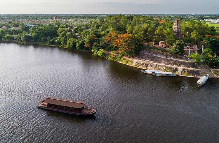 Boat trip in Huong River