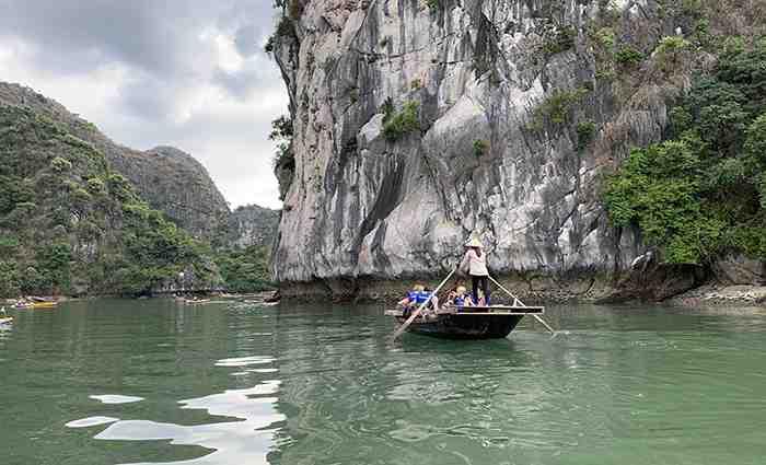 Sampan rowing